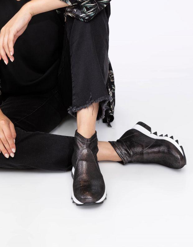 נעלי נשים - NR Rapisardi - מגפונים BECCO מבריקים - שחור
