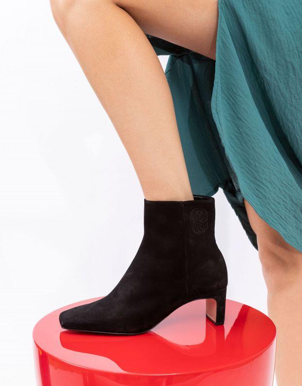 נעלי נשים - Schutz - מגפוני זמש עם עקב CARLY - שחור