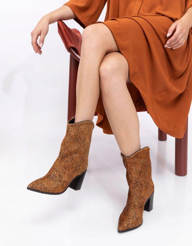 נעלי נשים - Schutz - מגפוני בוקרים עם עקב MAND - חום   שחור